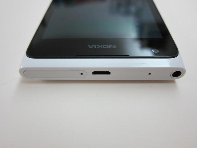 Nokia Lumia 900 - Top