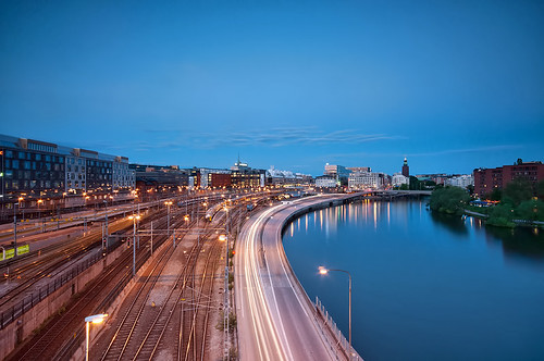 road longexposure bridge urban cars water train river nikon traffic streak sweden stockholm platform tracks trails bluehour barnhusbron d90
