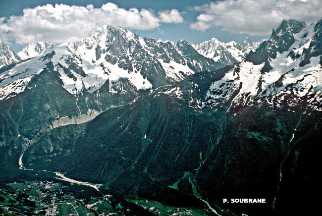 vallée et sommets de la vallée de Chamonix, par la neige et la fraîcheur de juillet 1978 météopassion