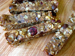 chocolate-hazelnut granola bars