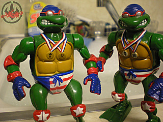 """TURTLE GAMES"" TEENAGE MUTANT NINJA TURTLES :: SUPER-SWIMMIN' RAPH x / ..with ""STICKER-MEDAL"" variant  (( 1992 ))"