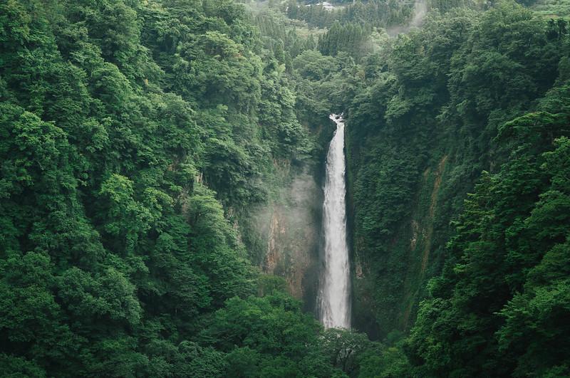 日本の滝百選 - 震動の滝。