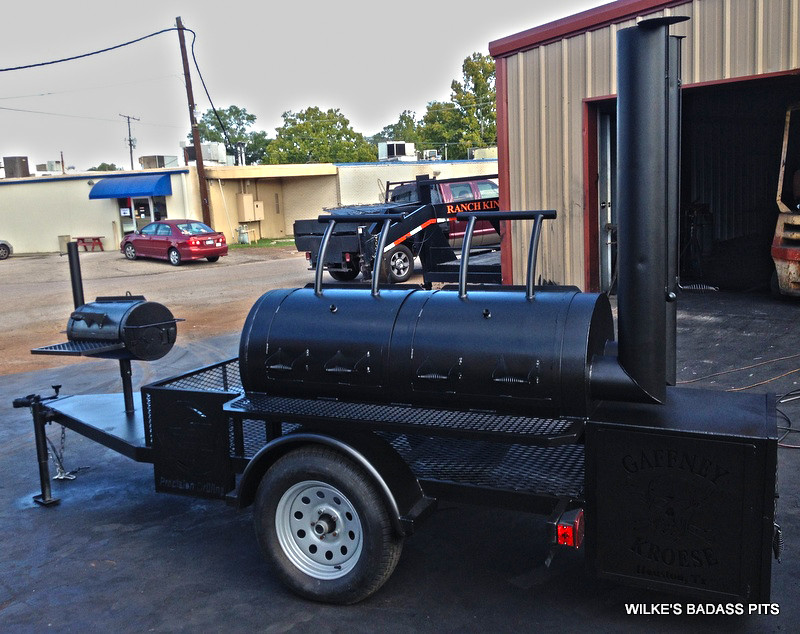 TRAILER SMOKER WITH A CAMPER GRILL