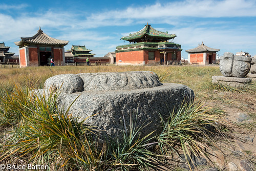 people plants buildings mongolia trips placesofworship mn subjects locations occasions buddhisttemples cloudssky uvurkhangai atmosphericphenomena harhorin monumentssculpture businessresearchtrips