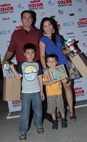 Vince and Patricia Hizon with family