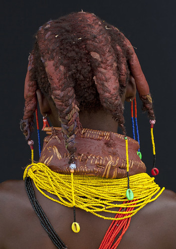 africa people girl childhood vertical closeup dreadlocks female youth person one beads kid child tribal ornament innocence braids tribe humanbeing plaits oneperson backview huila colorphoto angola southernafrica mwela ethnicgroup traditionalhairstyle אנגולה 安哥拉 ангола chibia mumuhuila mwila أنغولا ανγκόλα 앙골라 アンゴラ แองโกลา southangola mumuhuilatribe mwilatribe nontombi mudnecklace ango3419