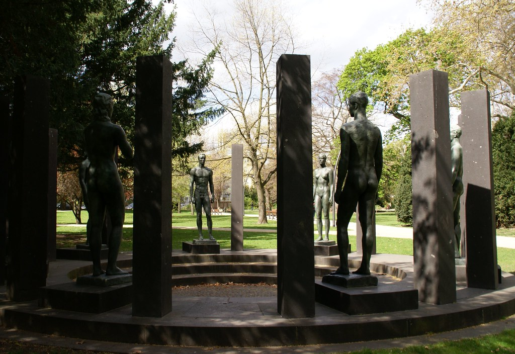 Frankfurt, Rothschildpark, Ring der Statuen von Georg Kolbe (Ring of Statues)