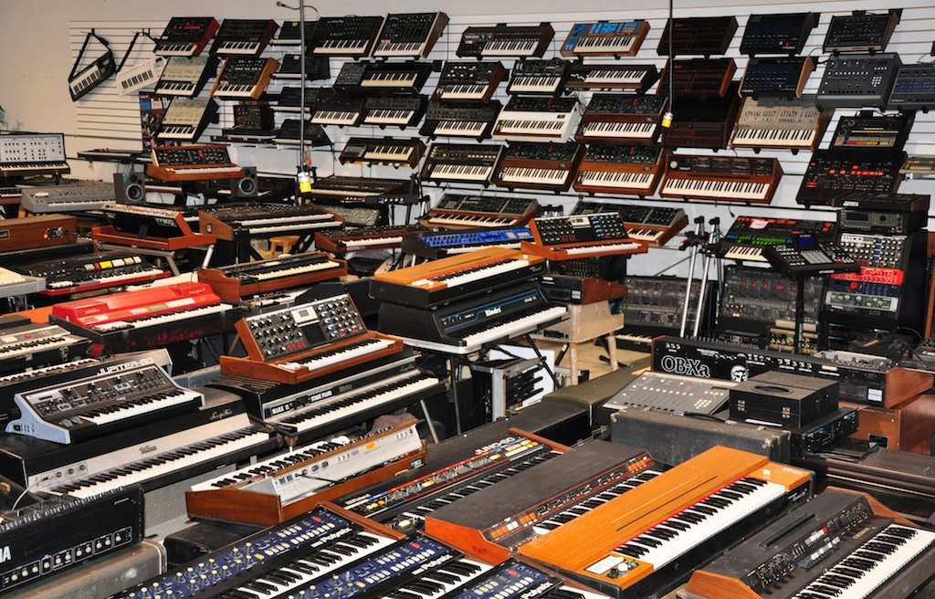 Armen's NYC April 2016 pics : synthesizers
