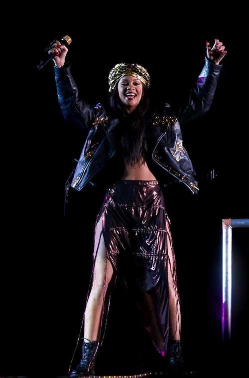 Rihanna_-_Peace___Love_Festival_-_in_Borl_nge__Sweden_-_300612_301