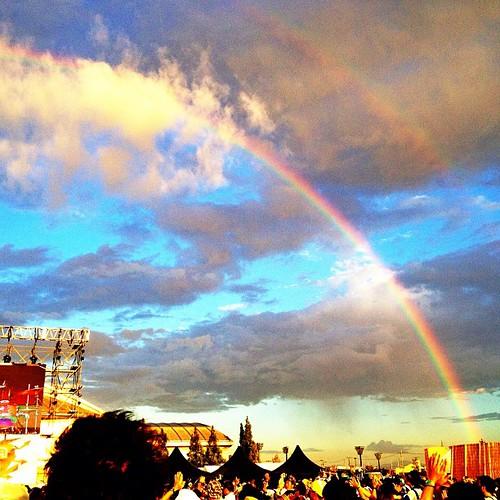 フランツフェルディナンドのライブ中に綺麗な虹