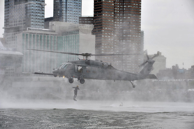New York Air National Guard conducts water rescue demonstration in New York City [Image 4 of 4]