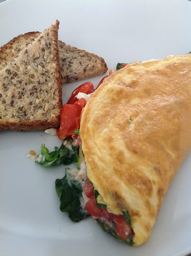 Spinach tomato and cottage cheese omelette