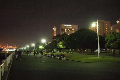 山下公園から観た横浜マリンタワー