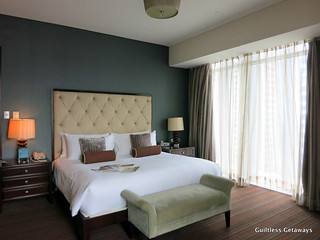 oakwood-hotel-pasig.jpg
