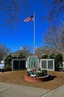 Lake Bluff war memorial, IL