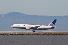 United Airlines Boeing 777 (-200, -222) landing on runway 28 L or R, SFO P1013429