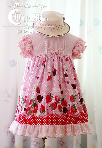 White_moon_pink_strawberry_chocolate_print_T_silhouette_lolita_dress_2
