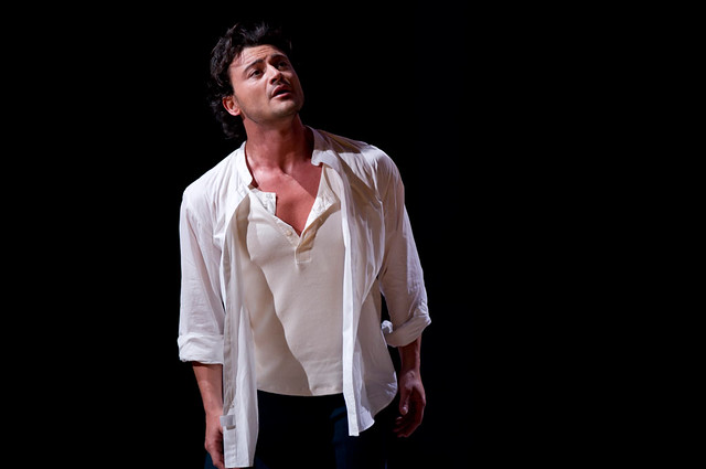 Vittorio Grigolo as Chevalier des Grieux in Manon © Bill Cooper/ROH 2010
