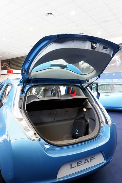 nissan leaf - all electric car-010