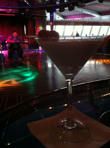 Norwegian Pearl - Rum Cake Martini and Host for Majority Rules
