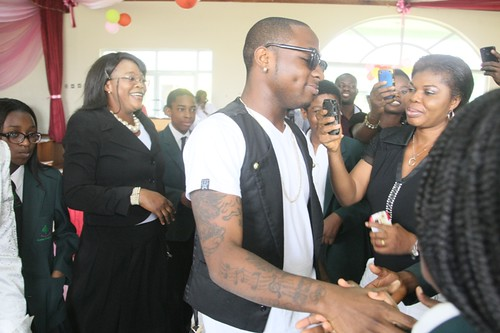 7733185140 be62917fac Davido surprises the son of Nigerian Minister Of Aviation on Graduation day