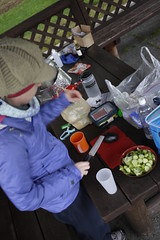 Making dinner at the Midori Kobo Shari Campground (みどり工房しゃりそよ風キャンプ場) in Shari (Hokkaido, Japan)