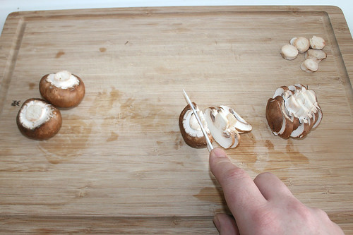 17 - Champignons in Scheiben schneiden / Cut mushrooms in slices