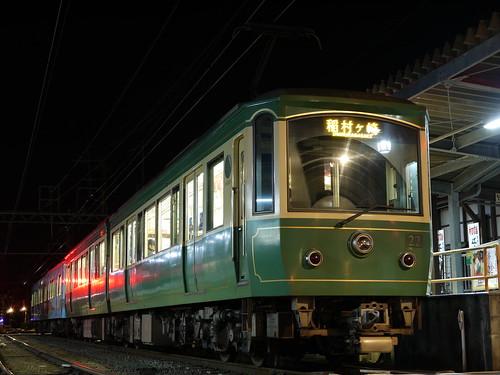 江ノ電22F+1101F稲村ヶ崎行き最終電車@長谷