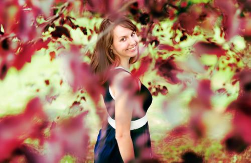 無料写真素材, 人物, 女性, 人物  樹木, アメリカ人, ワンピース・ドレス