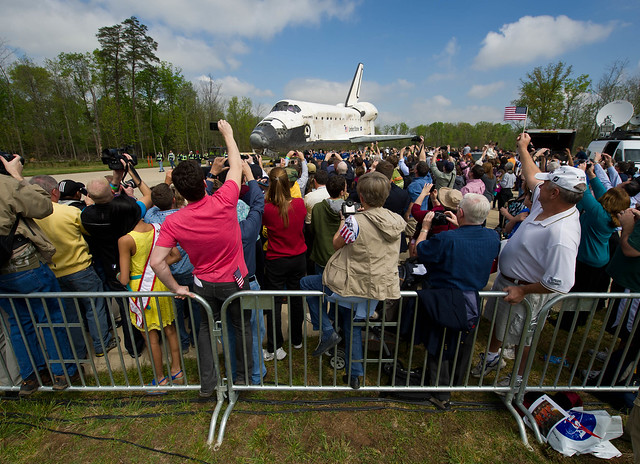 Shuttle Discovery Arrives at Udvar-Hazy (201204190013HQ)