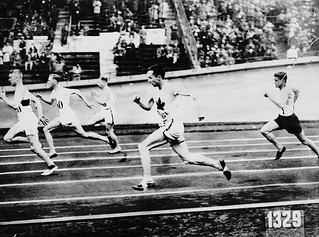 Percy Williams of Canada (4th from left) competing in the men's 200 metres race during the IX Summer Olympic Games, 1928 / Percy Williams (4e à gauche), du Canada, à l'épreuve du 200 mètres hommes, aux IXe Jeux Olympiques d'été, 1928