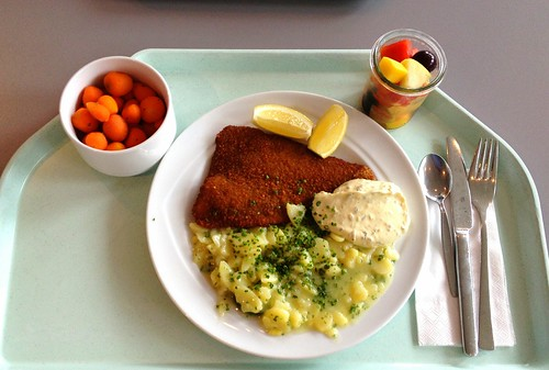 Gebackene Scholle mit Kartoffelsalat & Remoulade / Baked plaice with potato salad & tartar sauce