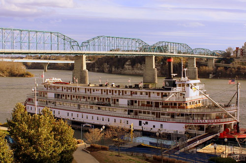The Delta Queen and Walnut Street Bridge