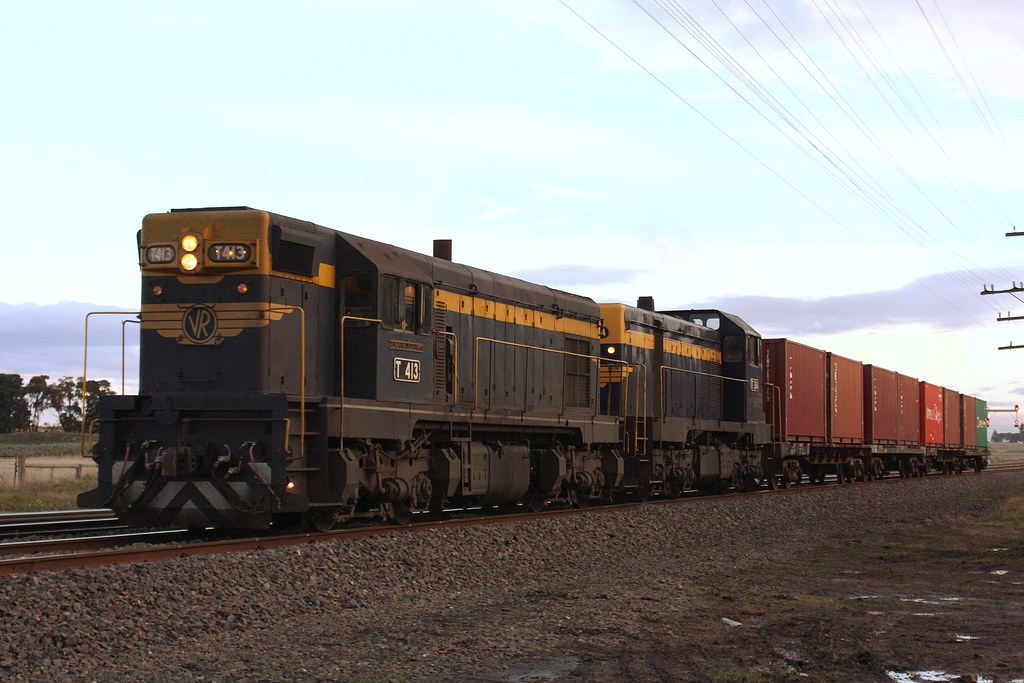 T413 & T364 to Tocumwal by LC501