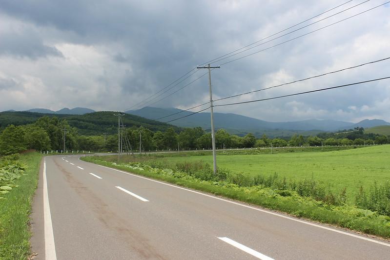 ナイタイ高原へ向かう道 曇り