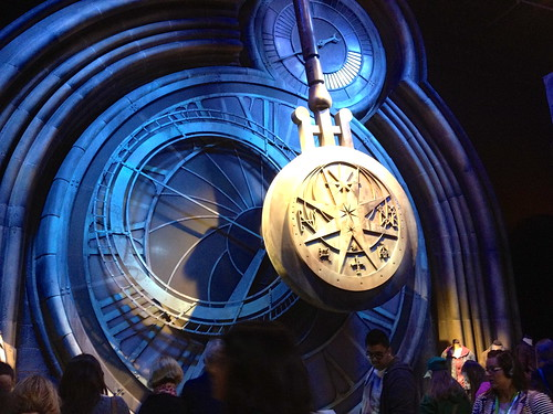 A giant clock in Hogwarts