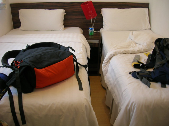 day1-transit-hk-twin-bed