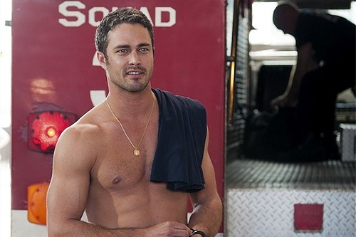chicago-fire-pilot-taylor-kinney-shirtless_gallery_primary