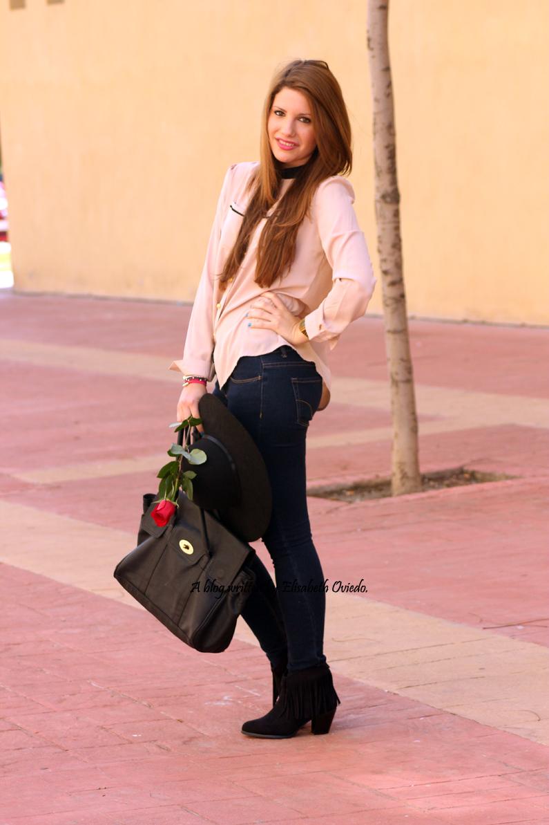 Blusa-camel-pantalones-vaqueros-botines-MARYPAZ-pamela-negra-HEELSANDROSES-(6)