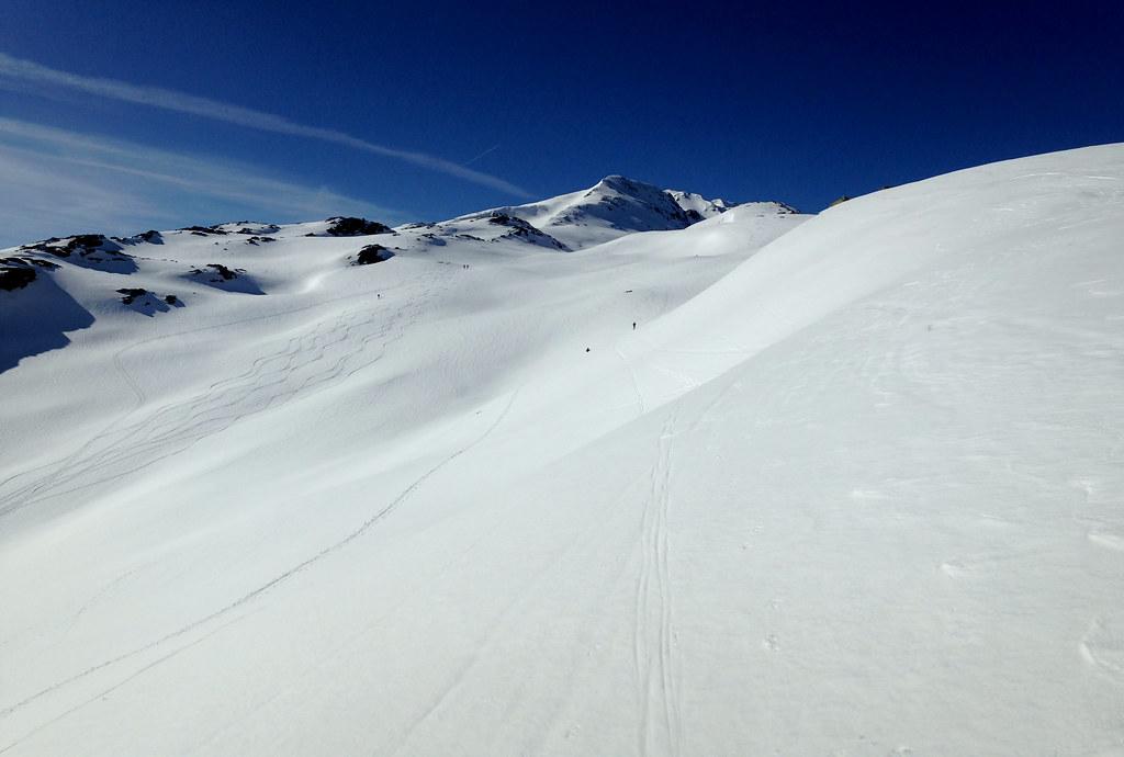 Étendues de neige bien blanche