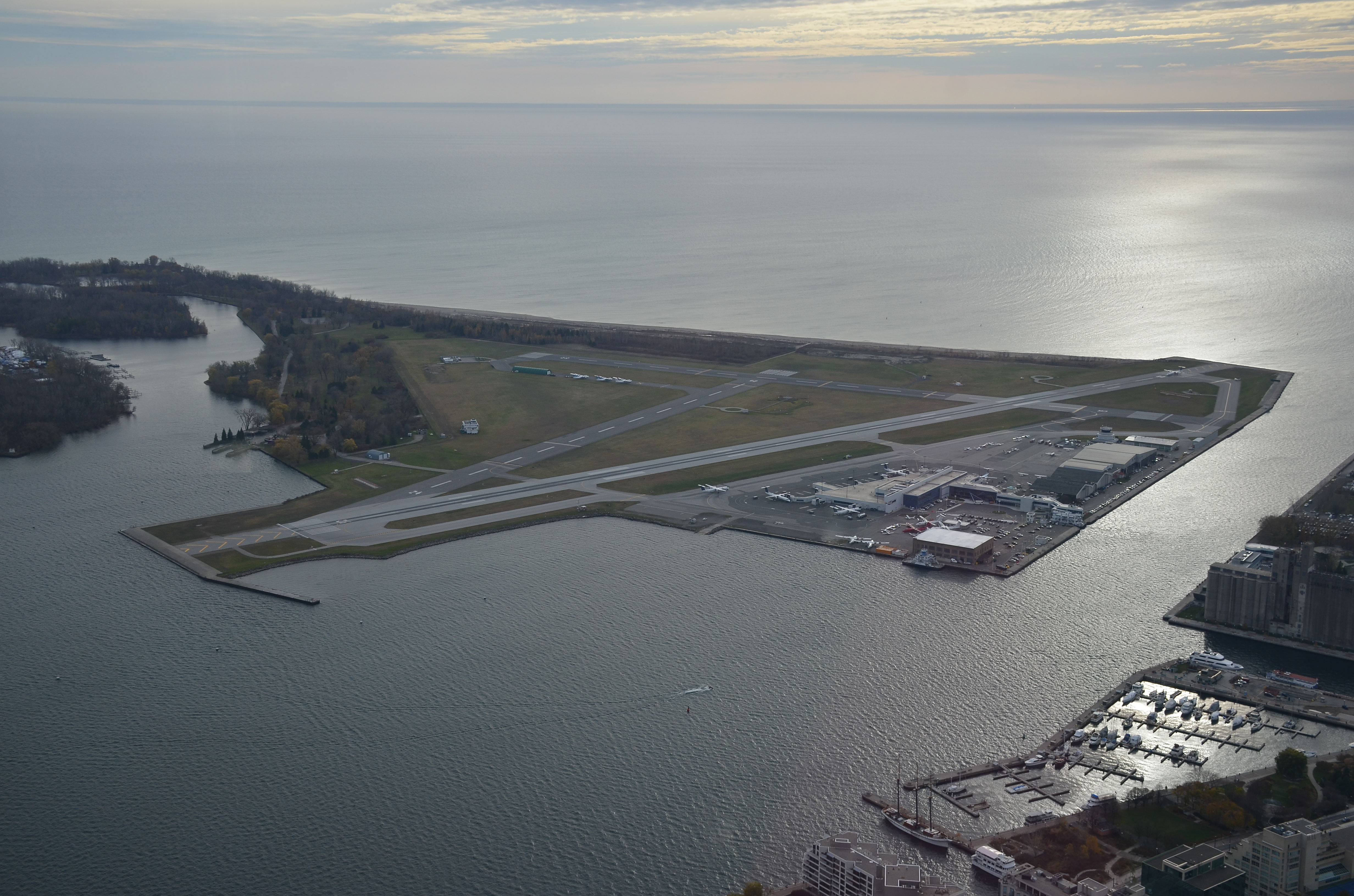 The short runway of Billy Bishop/ Toronto City airport