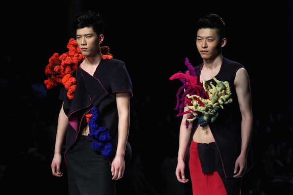 China+Fashion+Week+2012+13+W+Collection+Day+co1_aR3mpNTl