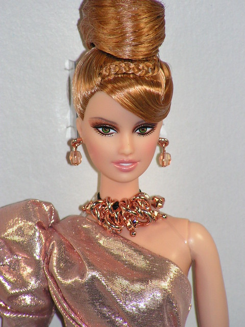 2011 Rush of Rose Gold Platinum Label Barbie Fan Club Exclusive Doll (6)