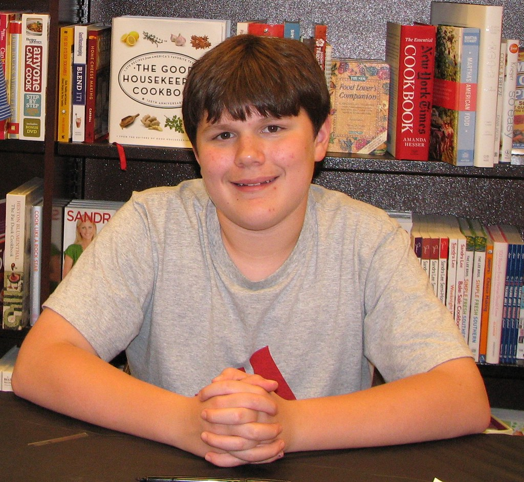 Diary Wimpy Actor 2017: Actor Robert Capron At Barnes & Noble Appearance