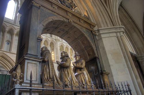 Praying statues