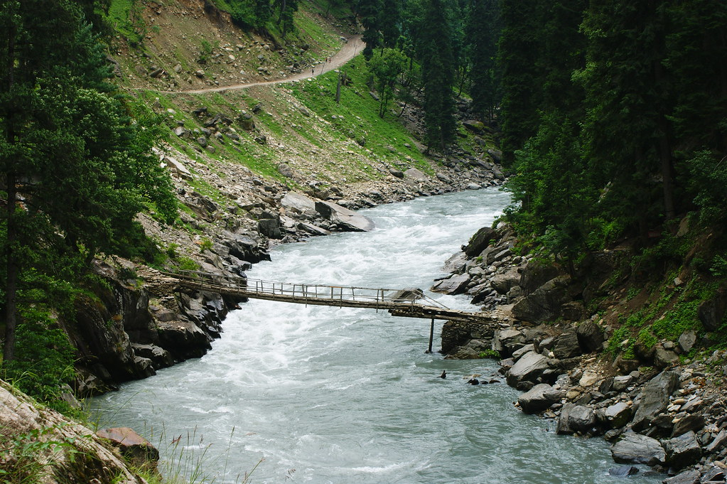 """MJC Summer 2012 Excursion to Neelum Valley with the great """"LIBRA"""" and Co - 7595265894 9c23d3a139 b"""