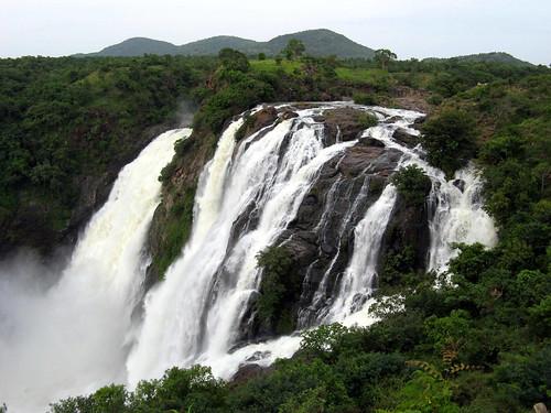Gaganachukki, Shivanasamudra by pavithra.chihan