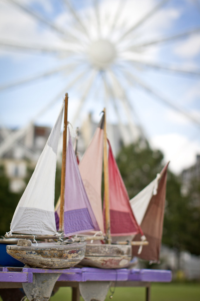 paris_tuileries_summer_pond_boats_2