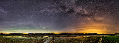Milky Way / faint Auroras before sunrise