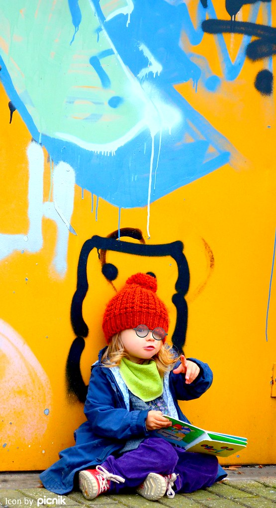 Eigenständig an jeder Straßenecke lesen, eine neue Leidenschaft von meinem Kind :)